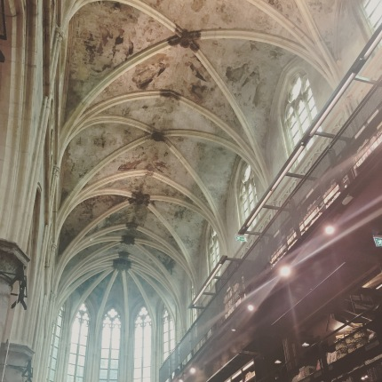 Boekhandel Dominicanen - a cathedral-turned-bookshop in Maastricht